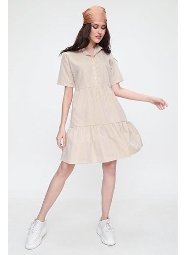 Pink Park Yarım Patlı Çizgili Eteği Volanlı Dokuma Elbise RD00005 Bej
